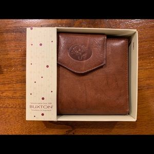 Buxton Women's Brown Leather Wallet